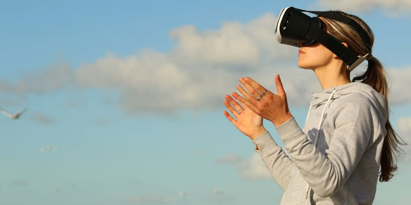 Virtual reality and learning